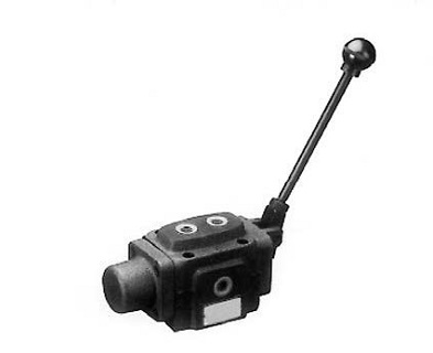 MANUALLY OPERATED DIRECTIONAL CONTROL VALVE